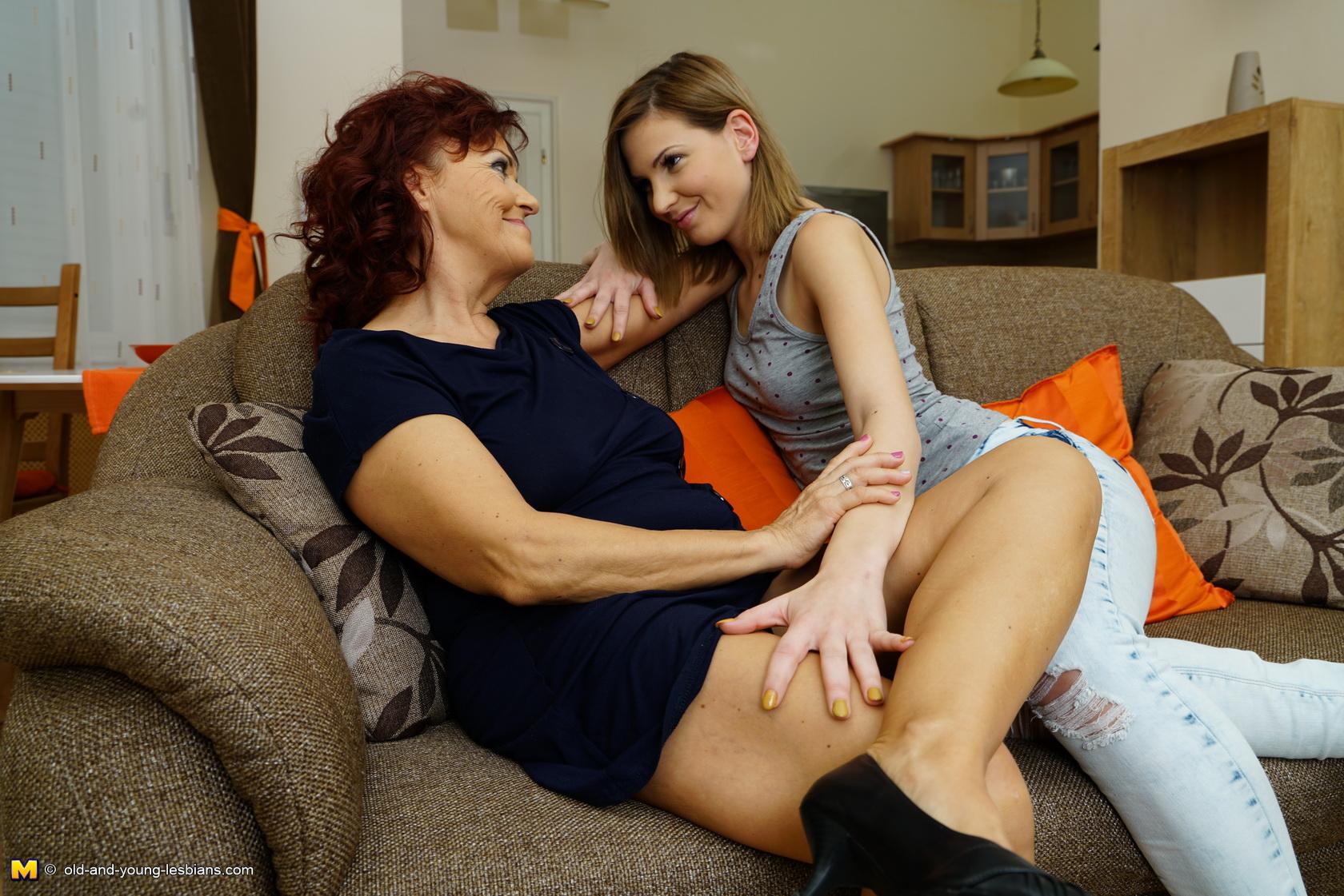 Lesbian Make Out Amateur